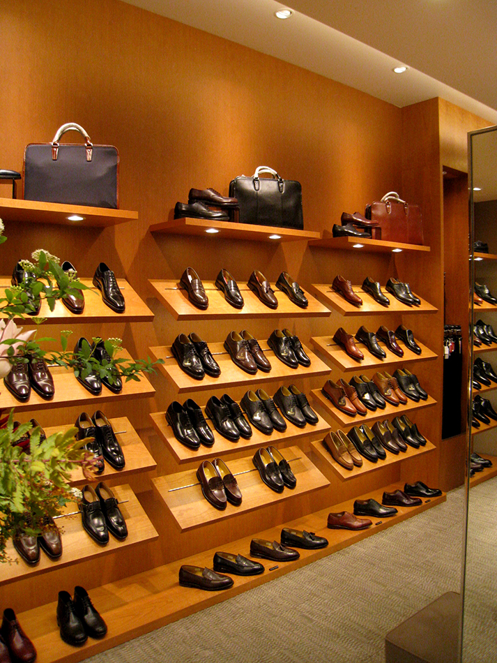 REGAL SHOES_川崎アゼリア_店内01_web