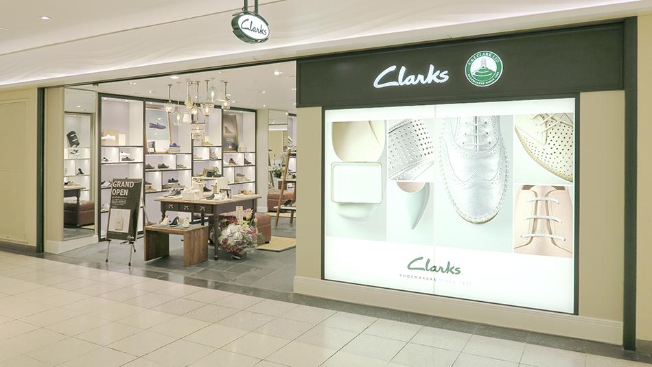 Clarks新宿_ファサード1軽