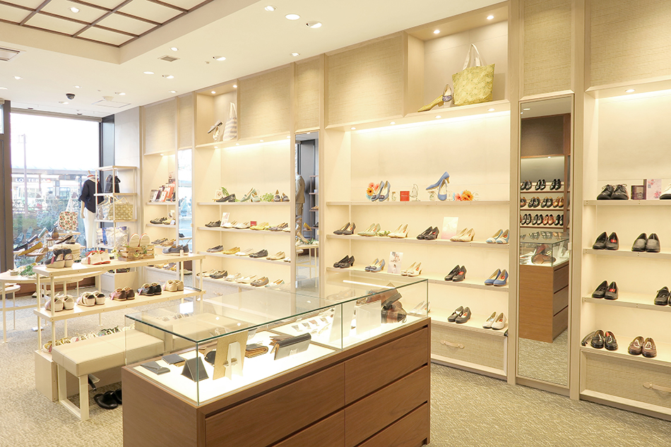 REGAL SHOES 福島店